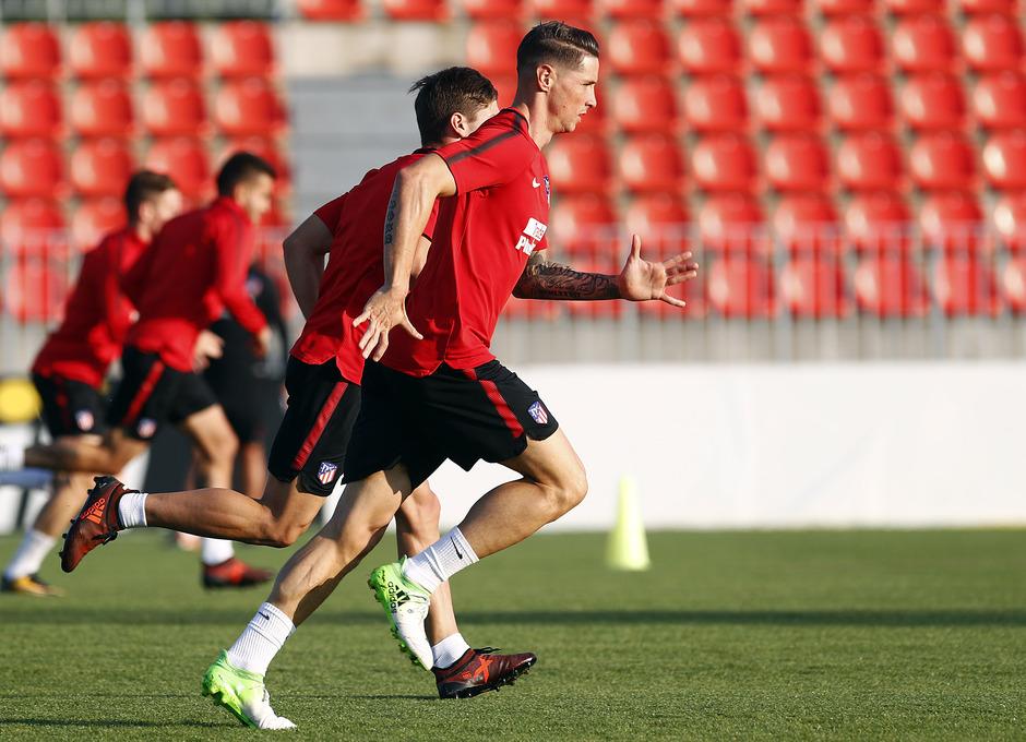 Temporada 17/18. Entrenamiento en la ciudad deportiva Wanda Atlético de Madrid 11_10_2017. Fernando Torres.