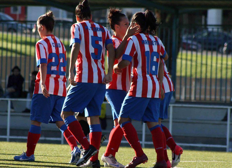 Temporada 2012-2013. Las jugadoras del Féminas celebran un tanto de Marieta