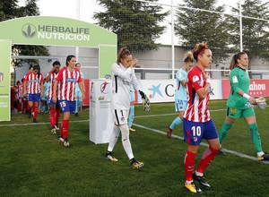 Temporada 17/18. Partido entre el Atlético de Madrid Femenino contra FC Barcelona. Salida al campo.