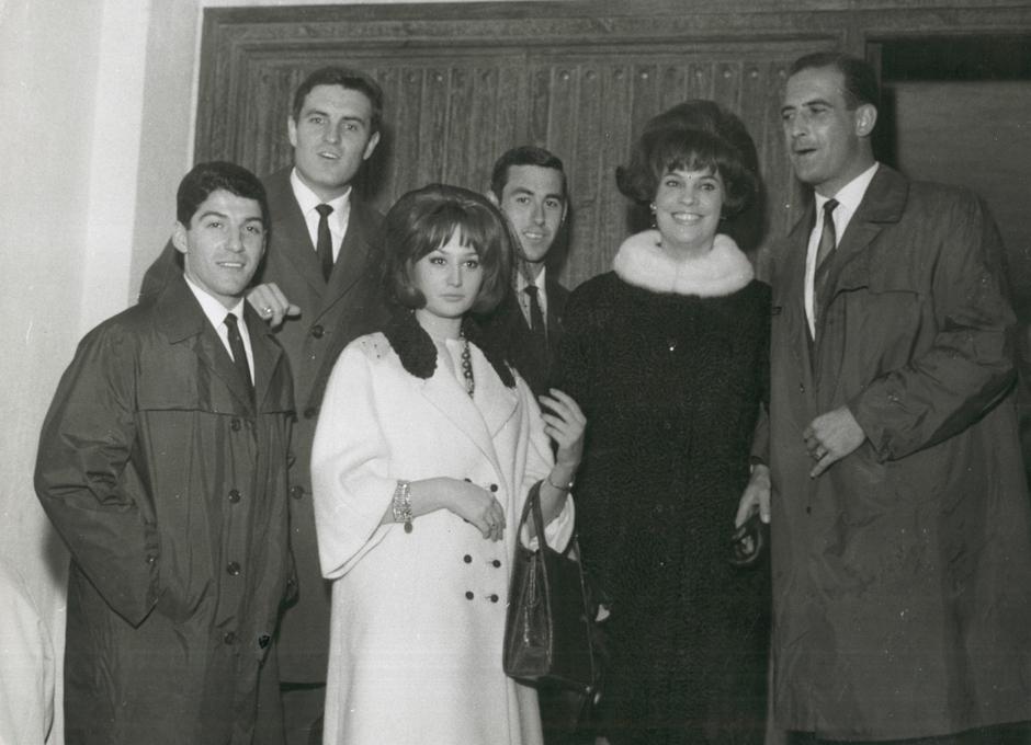 Enrique Collar, junto a sus amigos y compañeros en el Atlético Miguel Sanrromán y Adelardo Rodríguez