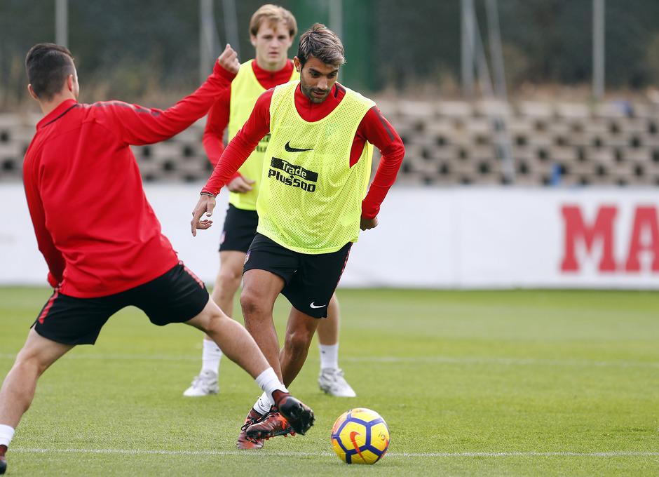 Temporada 17/18. Entrenamiento en la ciudad deportiva Wanda Atlético de Madrid 01_10_2017. Augusto Fernandez.
