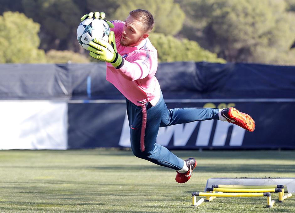 Temporada 17/18 | Entrenamiento en la Ciudad Deportiva Wanda | 21/11/2017 | Oblak