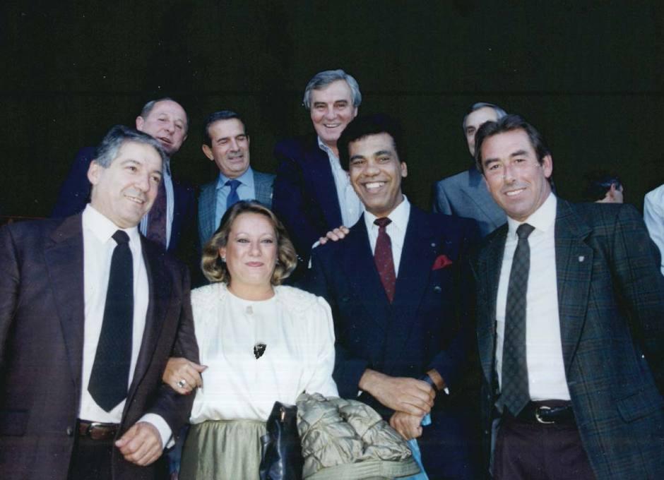 Collar, en una reunión con ex jugadores rojiblancos: Ruiz Sosa, Rivilla, Sanrromán, Mendonça y Adelardo