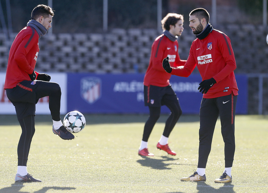 Temp. 2017-2018. Entrenamiento en la Ciudad Deportiva Wanda. Lucas y Carrasco