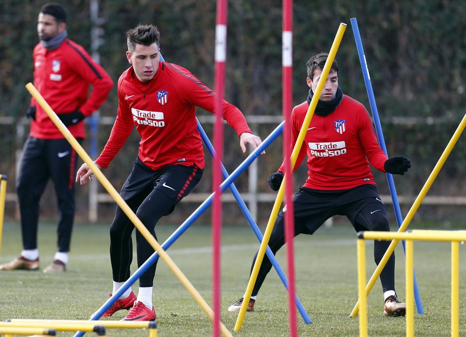 Temporada 17/18. Entrenamiento en la ciudad deportiva Wanda Atlético de Madrid 07_12_2017. Giménez.