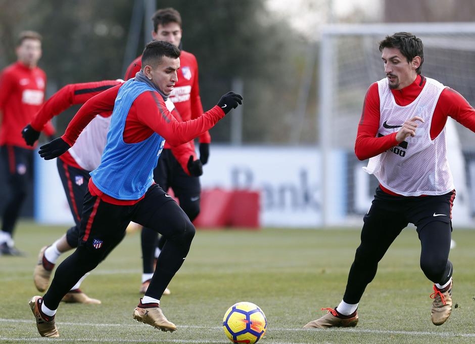 Temporada 17/18. Entrenamiento en la ciudad deportiva Wanda Atlético de Madrid 07_12_2017. Correa.