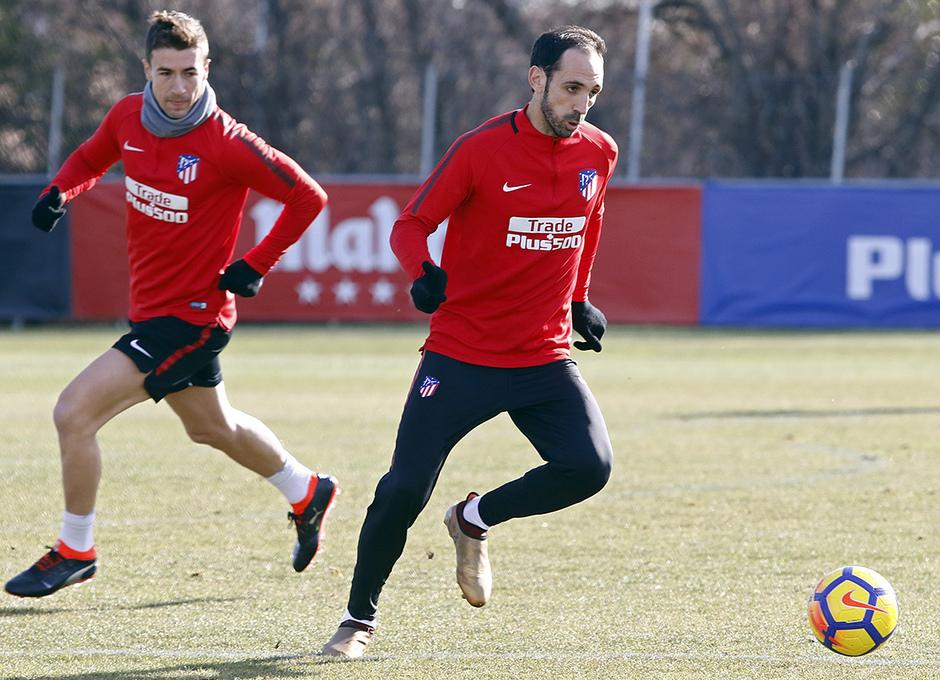 Temporada 17/18 | Entrenamiento en la Ciudad Deportiva Wanda | 12/01/2018 | Juanfran