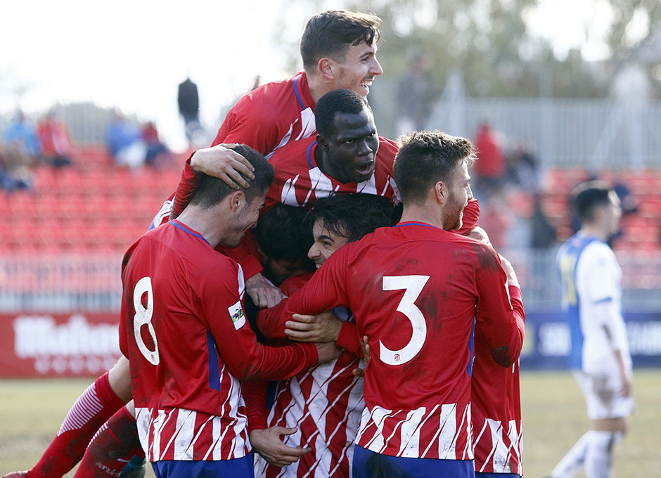 Temporada 17/18 | Atlético B - Adarve | Piña, celebración