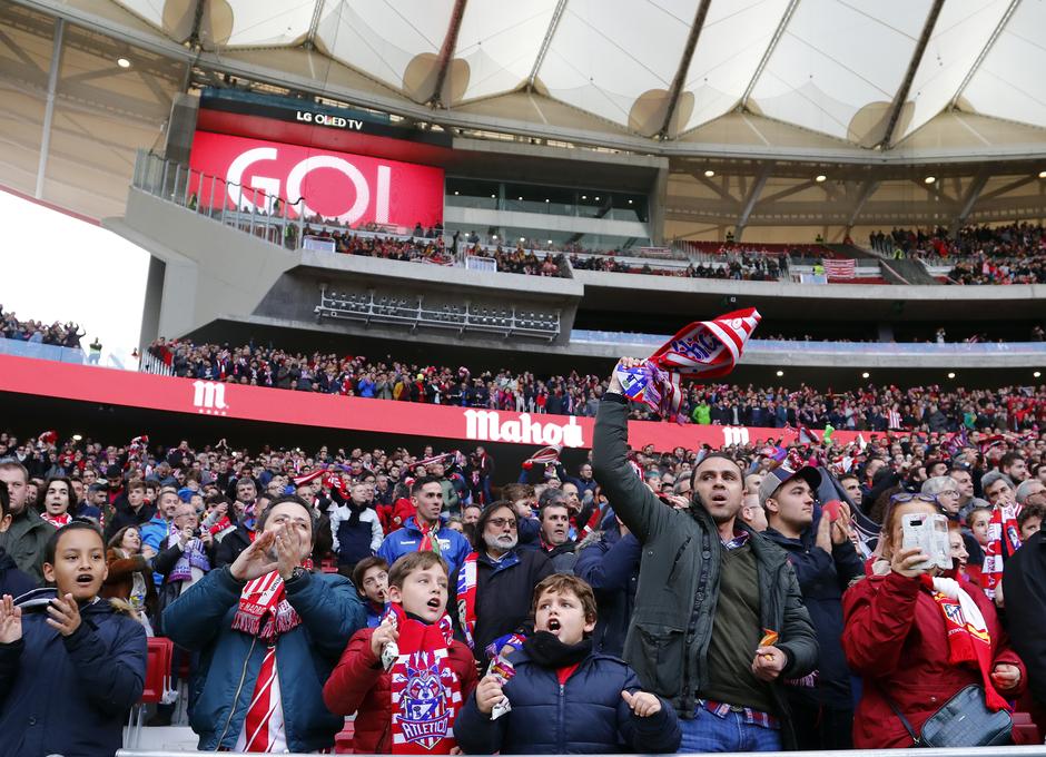 Temporada 17/18. Ambiente en el Wanda metropolitano.2 Afición. Celebración del gol.