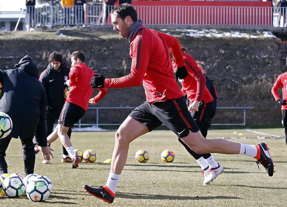 Temporada 17/18 | 09/02/2018 | Entrenamiento en la Ciudad Deportiva Wanda | Godín