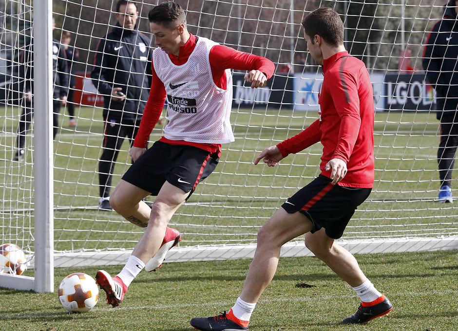 Entrenamiento | 19-02-18 | Fernando Torres y Gabi