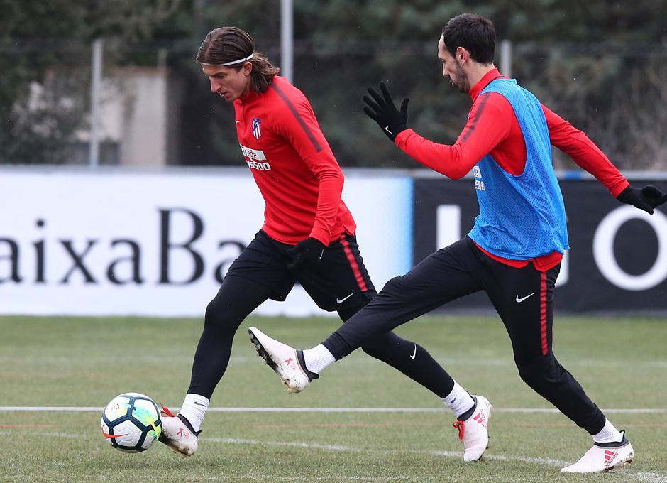 temporada 17/18. Entrenamiento en la ciudad deportiva Wanda. Filipe y Juanfran durante el entrenamiento