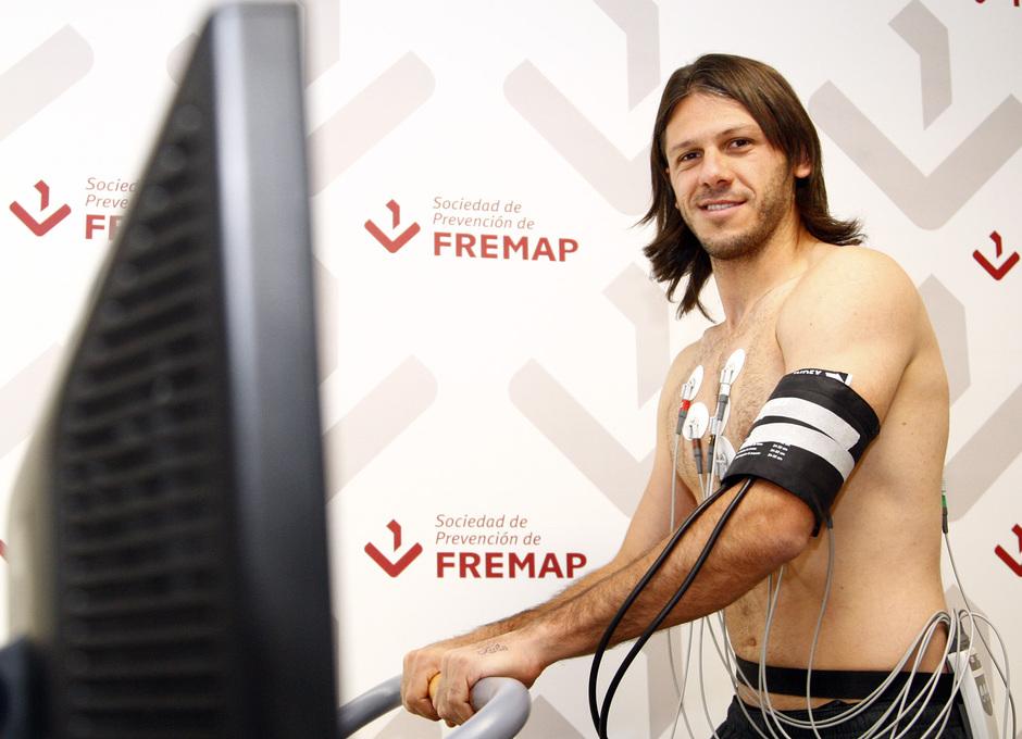 Temporada 2013/2014 Martín Demichelis durante el reconocimiento médico