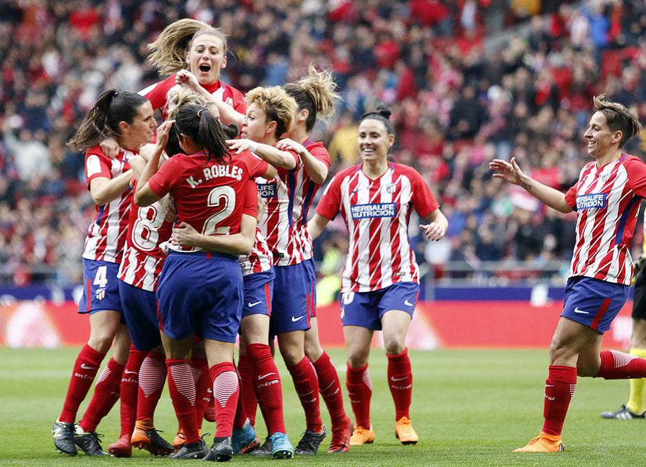 Temporada 17/18 | Estreno del femenino en el Wanda Metropolitano | 17/03/2018 | Atleti - Madrid CFF | Celebración