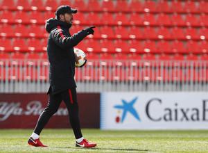 Temporada 17/18. Entrenamiento en la ciudad deportiva Wanda Atlético de Madrid. 03_04_2018. Simeone.