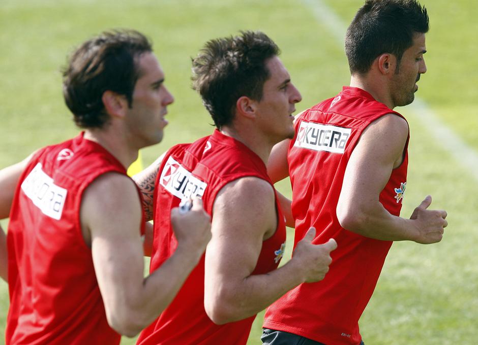 Temporada 13/14. Entrenamiento. Equipo entrenando en los Ángeles de San Rafael,Villa, Cristian Rodríguez y Godín corriedo