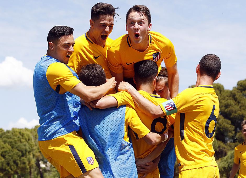 Los nuestros celebran el segundo gol, obra de Andy, al inicio de la segunda mitad en la final de la Copa de Campeones