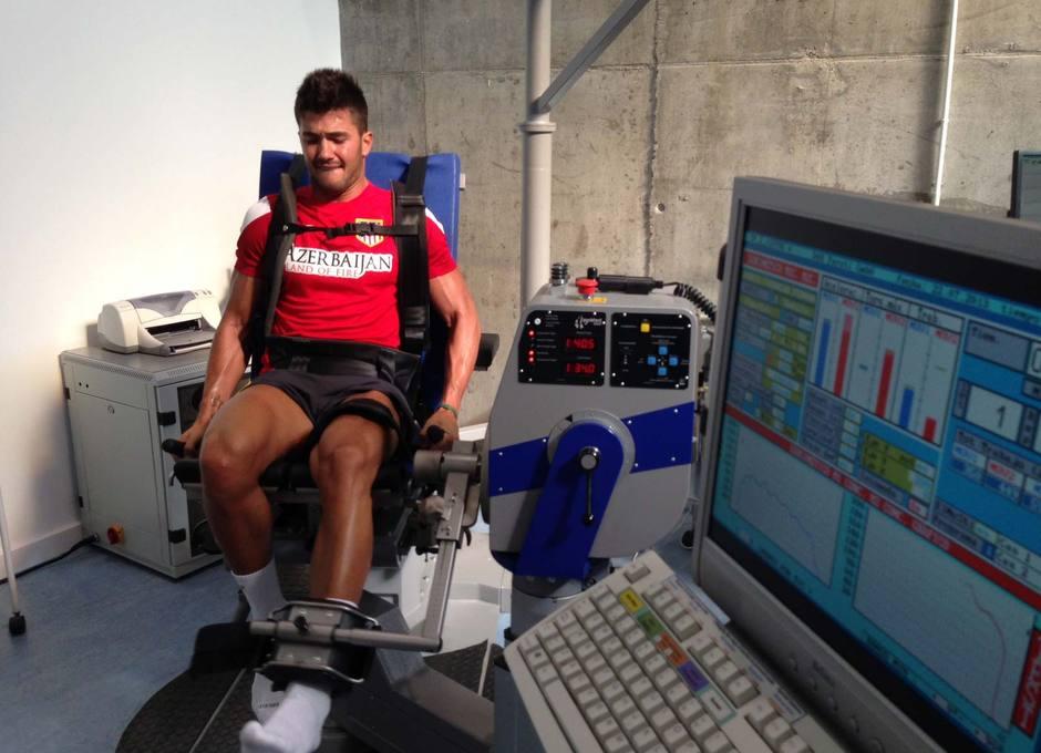 Cidoncha, en una de las pruebas isocinéticas que están realizando los jugadores del Atlético B
