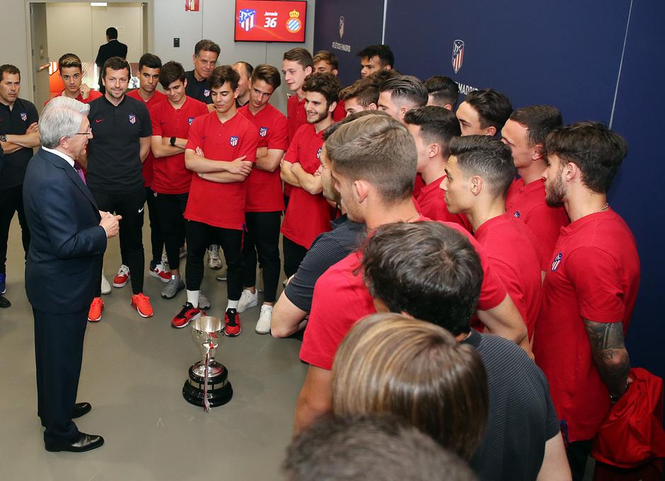 Temp. 17-18 | Juvenil A en el Wanda Metropolitano con la Copa de Campeones |