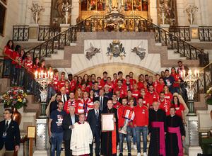 Temp. 17-18 | Ofrenda en la Catedral de la Almudena | Foto de familia