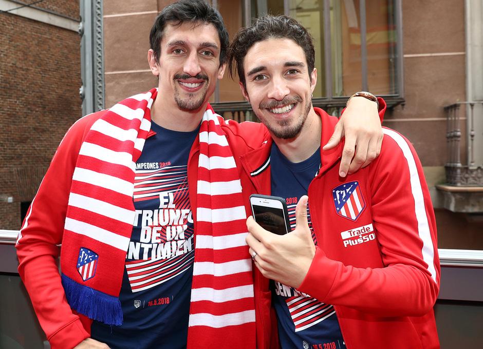 Temp 17/18 | Atlético de Madrid y Atlético de Madrid Femenino | 18-05-18 | Savic y Vrsaljko