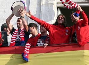 Temp 17/18 | Atlético de Madrid y Atlético de Madrid Femenino | 18-05-18 | Godín