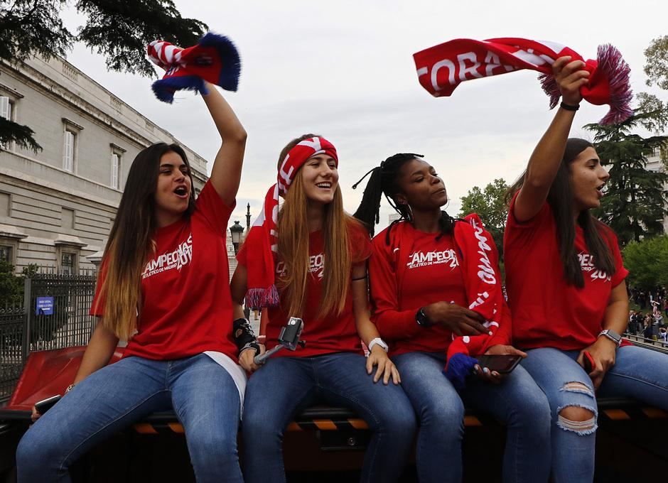 Temp 17/18 | Atlético de Madrid y Atlético de Madrid Femenino | 18-05-18 | Neptuno | Misa, Laia, Ludmila y Carla Bautista