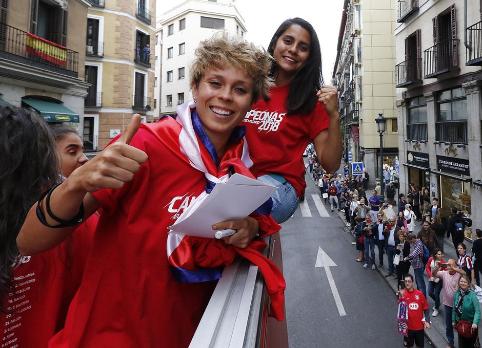 Temp 17/18 | Atlético de Madrid y Atlético de Madrid Femenino | 18-05-18 | Neptuno | Amanda Sampedro y Kenti Robles