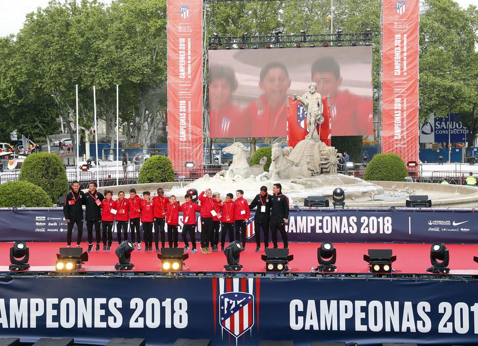 Temp 17/18 | Atlético de Madrid y Atlético de Madrid Femenino | 18-05-18 | Academia | Alevín A