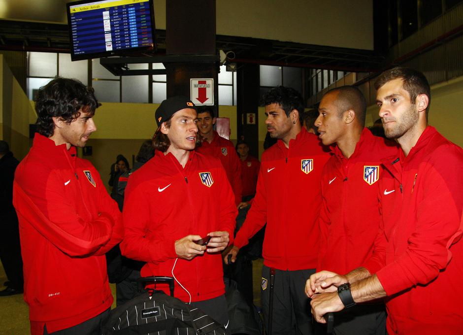 Temporada 12/13. Gira sudamericana. Llegada a Buenos Aires. Filipe, Baptistao en el aeropuerto