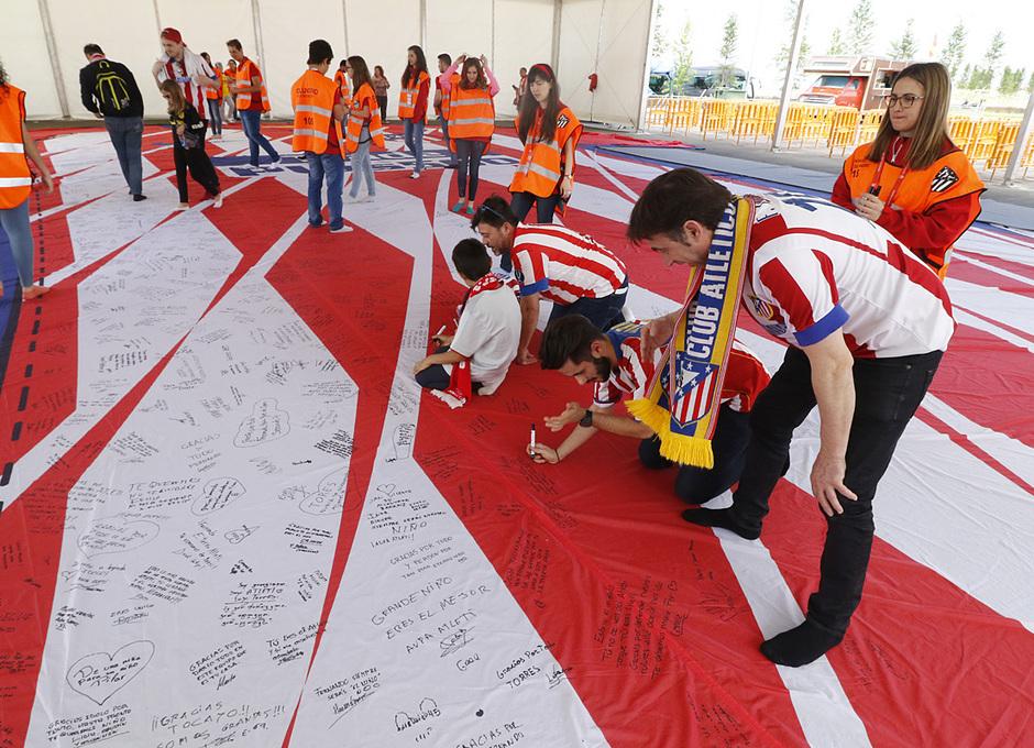 Fan zone Torres firmas 2
