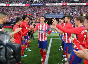 Temp. 17-18 | Atlético de Madrid - Eibar | Homenaje a Torres | Pasillo de sus compañeros