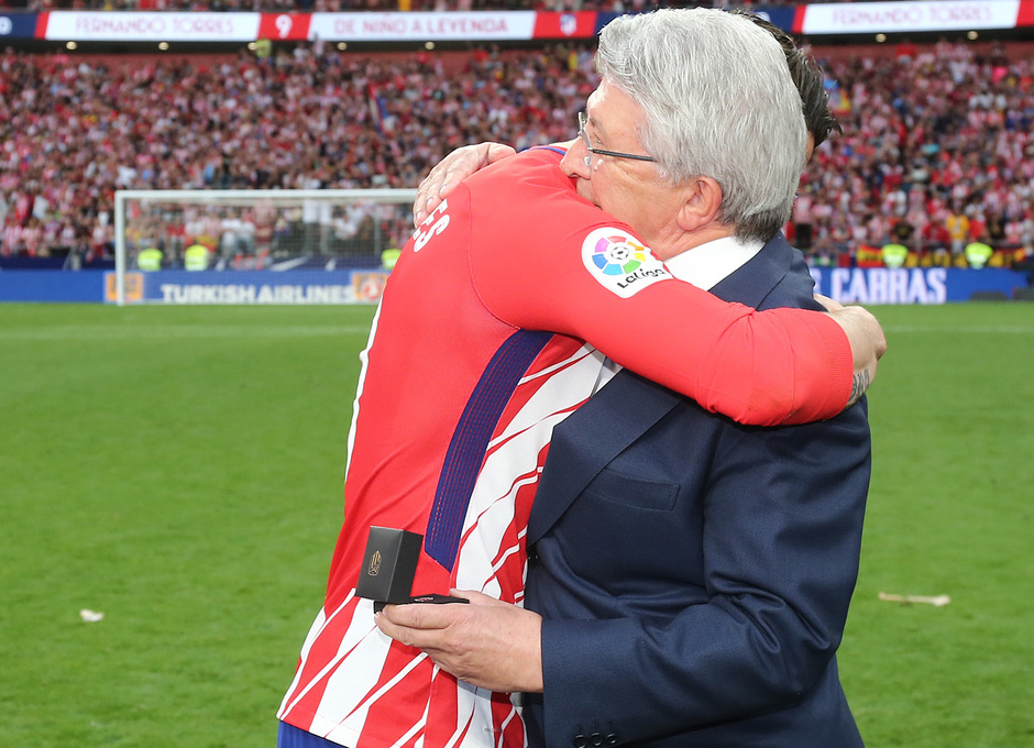 Temp. 17-18 | Atlético de Madrid - Eibar | Homenaje a Torres | Abrazo con el presidente