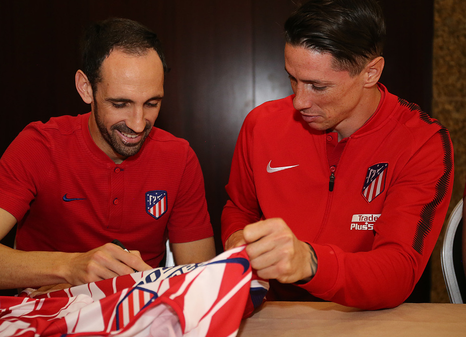 Temp. 17-18 | Meet and greet Nigeria | Juanfran y Fernando Torres