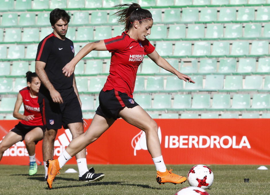 Temp 17/18 | Atlético de Madrid Femenino | Eentrenamiento en el estadio Romano de Mérida | Final Copa de la Reina | Esther González