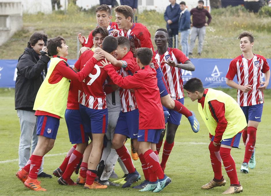 Wanda Football Cup | El Infantil A se funde en una piña tras proclamarse campeón