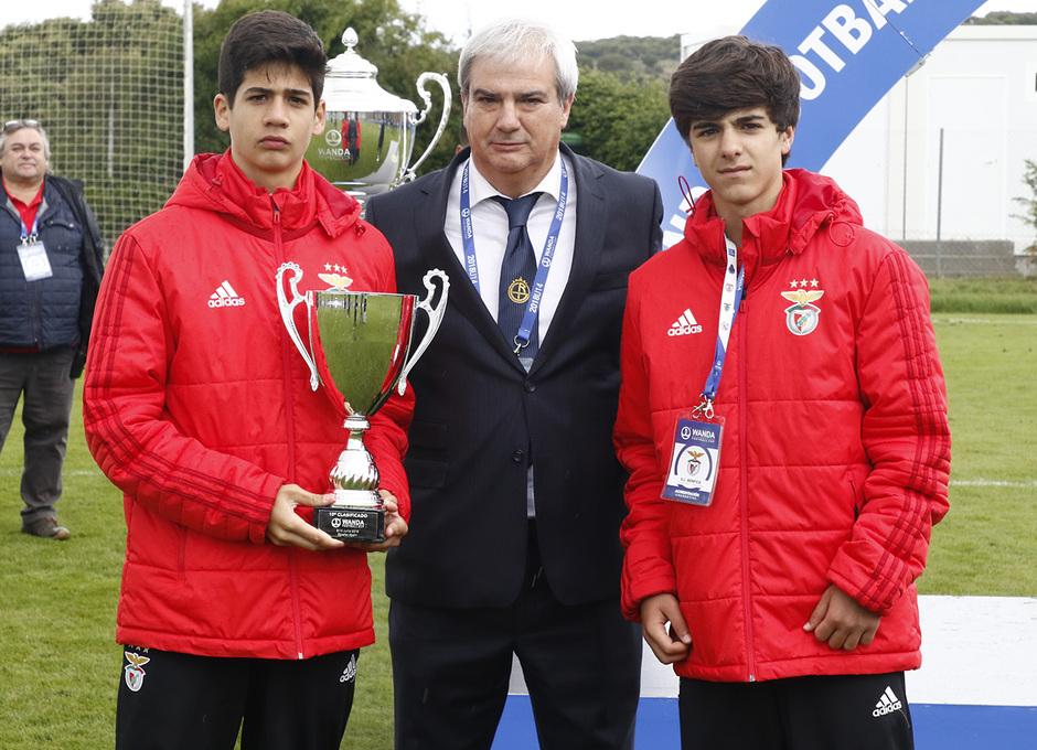 Wanda Football Cup   Entrega de trofeos   Benfica