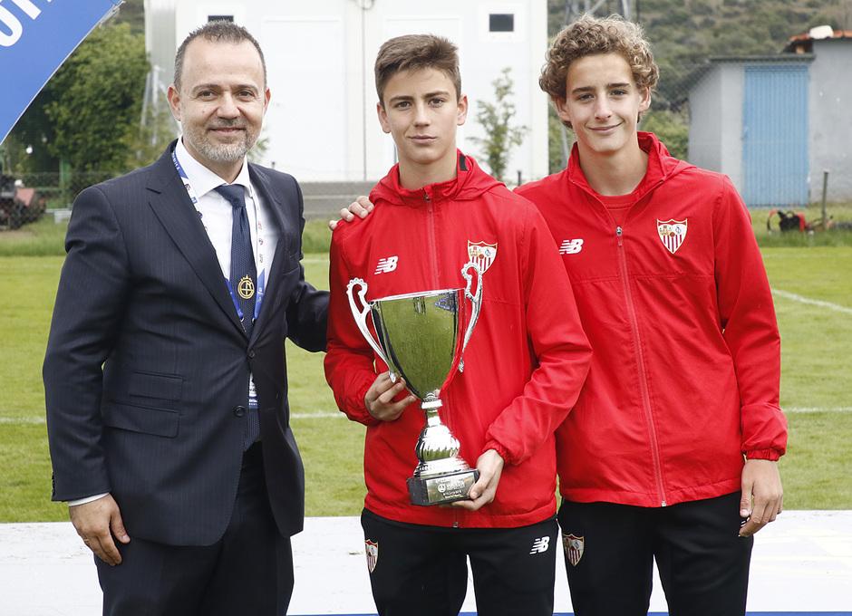 Wanda Football Cup   Entrega de trofeos   Sevilla