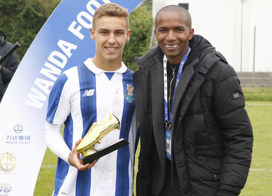 Wanda Football Cup   Entrega de trofeos   Máximo goleador del Oporto junto a Paulo Assunção
