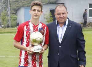 Wanda Football Cup   Entrega de trofeos   MVP Marcos Denia del Infantil A