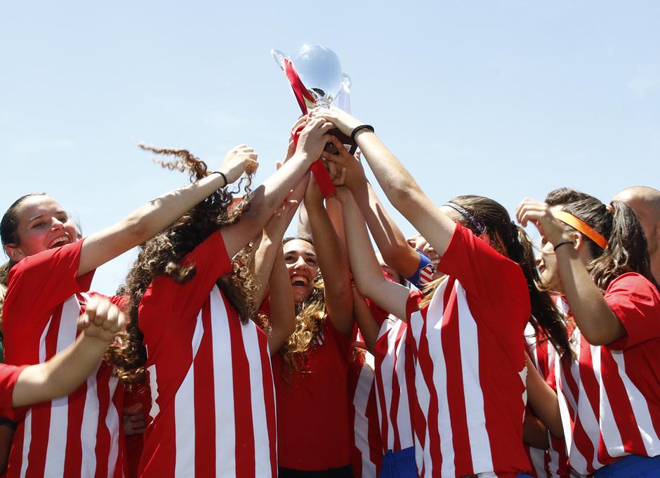 Temp 17/18 | Femenino Juvenil B levanta el título de subcampeón