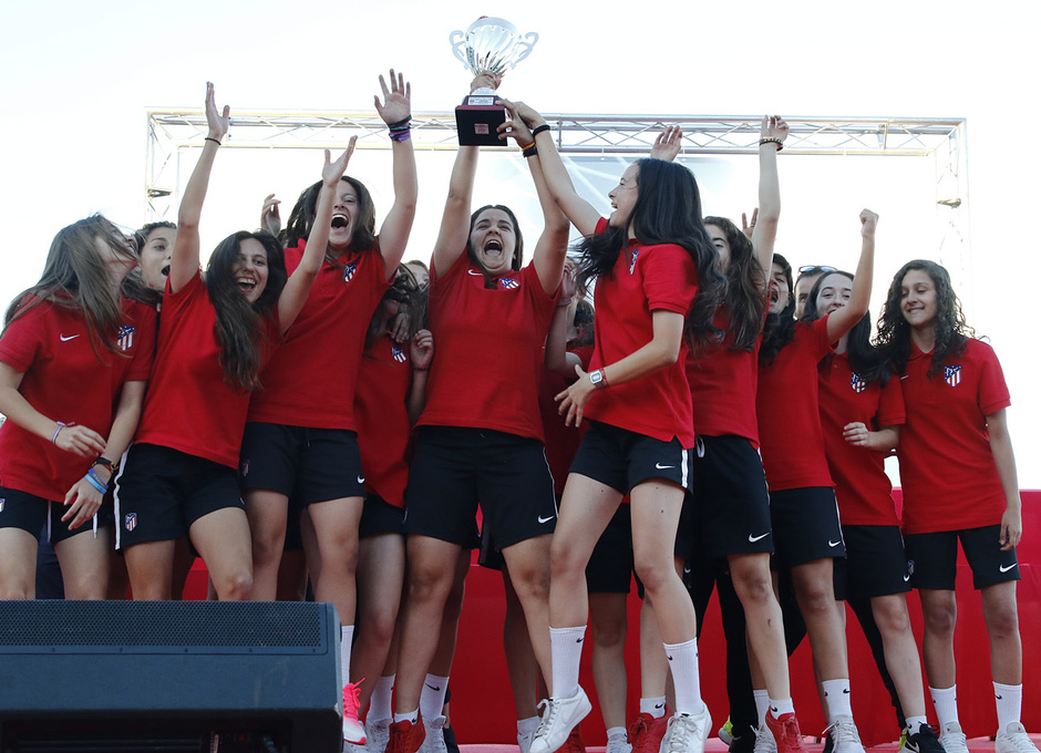 Temp 17/18 | Gala entrega de la Liga Real Federación de Fútbol de Madrid en Matapiñonera | Femenino Juvenil D