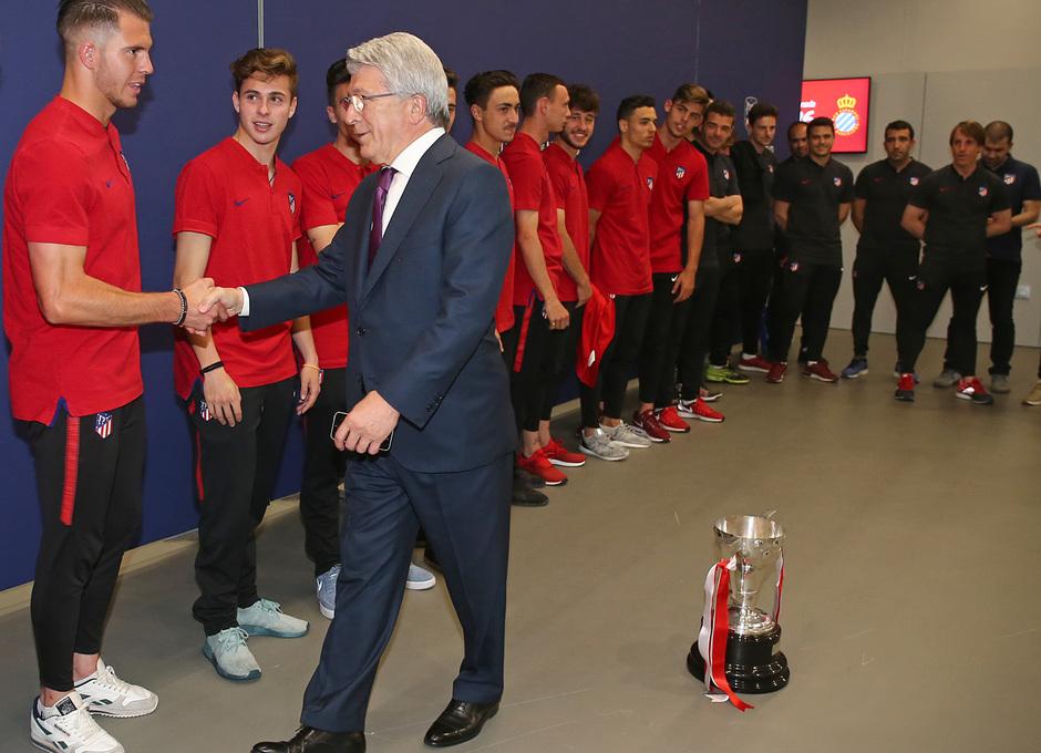 GALERÍA JUVENIL A TRICAMPEÓN: 19 | Enrique Cerezo recibió al equipo en el Wanda Metropolitano