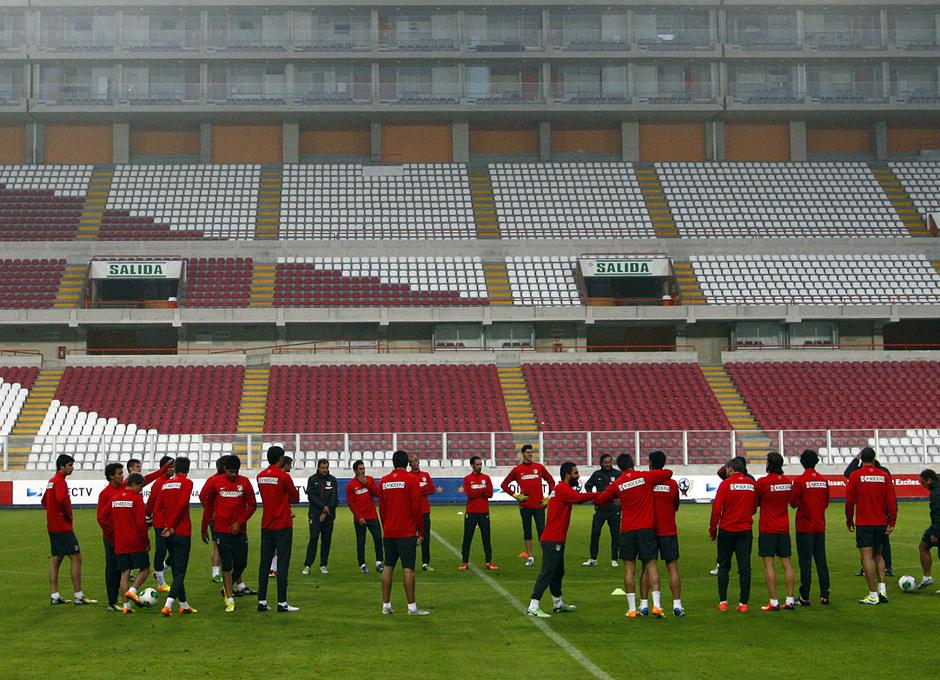 Temporada 13/14. Entrenamiento. Equipo entrenando en el estadio nacional de Lima.