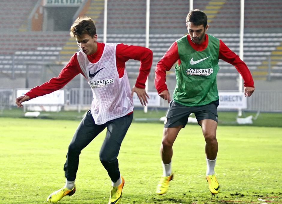Temporada 13/14. Entrenamiento. Equipo entrenando en el estadio nacional de Lima. Iván Alejo y Adrián ejercitándose