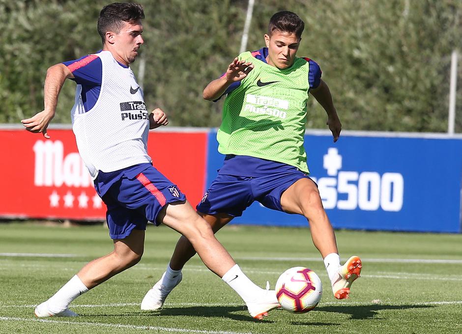 temporada 18/19. Entrenamiento en la ciudad deportiva Wanda. Joaquin y Óscar García durante el entrenamiento