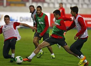 Temporada 13/14. Entrenamiento. Equipo entrenando en el estadio nacional de Lima. Baptistao disparando ante Aquino