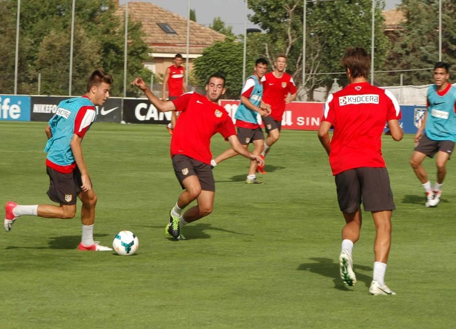 Imagen del entrenamiento del Juvenil División de Honor con los jugadores del primer equipo que no fueron a la Copa EuroAmericana