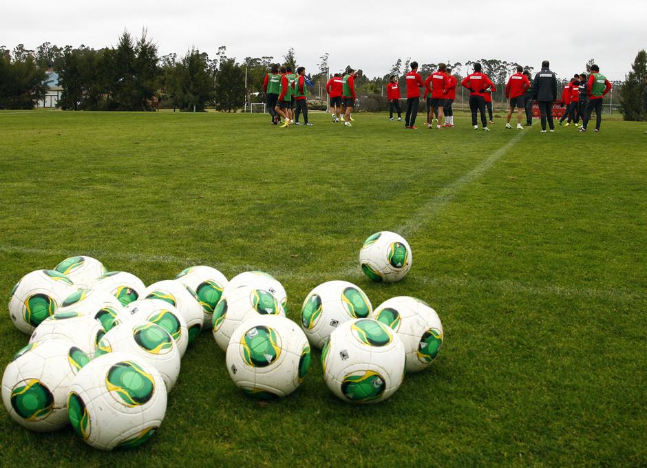 Temporada 13/14. Gira sudamericana. Equipo entrenando en Uruguay.