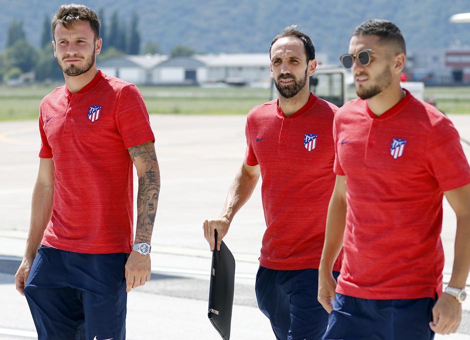 temporada 18/19. Llegada del equipo a Bolzano, Italia. Juanfran, Saúl y Koke